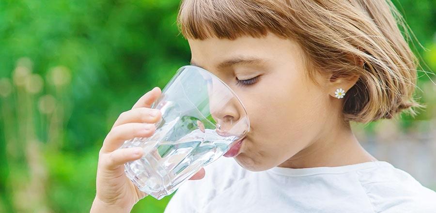 Girl dirnks water.